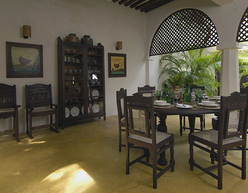 2-Swahili-Furniture-Interior-Design-Palm-House-Lamu-Kenya